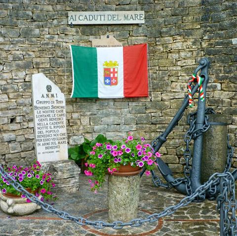 monumento ai caduti del mare todi